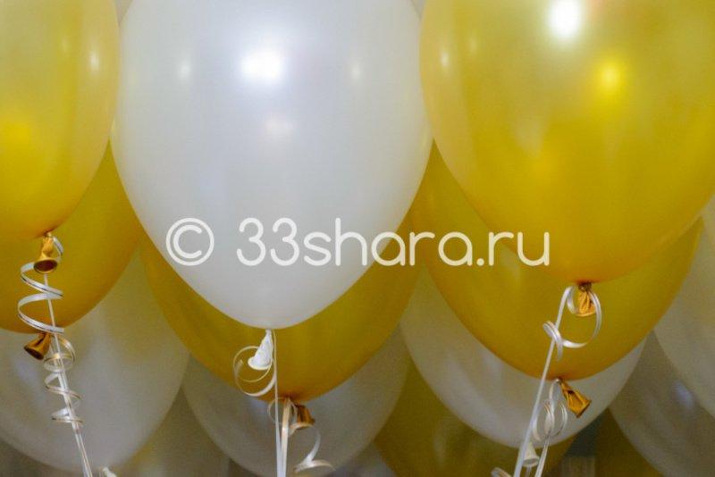 Золотые и белые шары перламутр