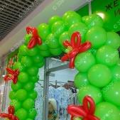Арка с цветами из воздушных шаров на открытие магазина
