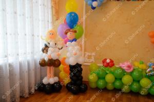 Выпускной в детском саду - фигурки школьников из шаров