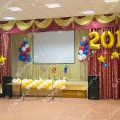 Оформление шарами сцены на последний звонок в школе – гирлянда, цифры и огромные фонтаны