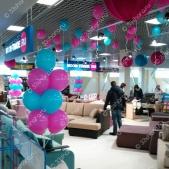 Гелиевые шары фуксия и аквамарин для мебельного салона MOON-TRADE на Тандеме