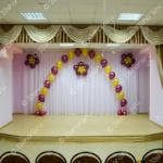 Гелиевая арка, цветы и фонтаны - последний звонок в школе