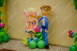 Фигурки школьников из шаров - украшение выпускного в детском саду во Владимире