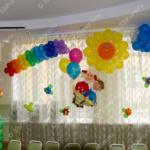 Солнышко, радуга и фигурки школьников - украшение праздника в детском садике во Владимире