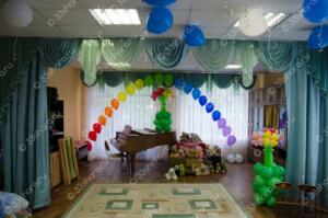 Арка, цветы и шары под потолок - оформление шарами праздника в детском садике во Владимире