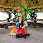 Пиратская вечеринка - пират, сундук и шарики-черепа
