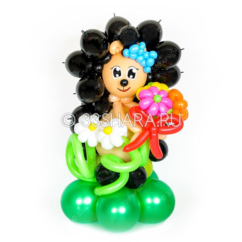 Веселый ежик с букетом из воздушных шаров