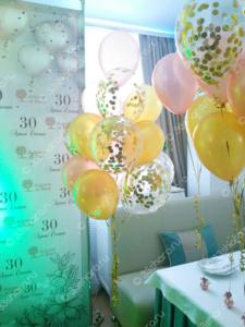 Украшение фотозоны во Владимире - фонтаны из шаров с конфетти