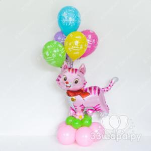 Котенок с гелиевыми шариками