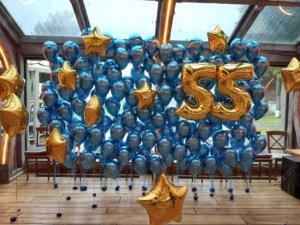 Фотозона на юбилей - синие шарики хром и золотые цифры