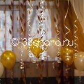Украшение свадебного зала шарами — ленточки, шары под потолок
