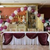 Украшение свадебного зала тканью и шарами — ресторан «Барин»