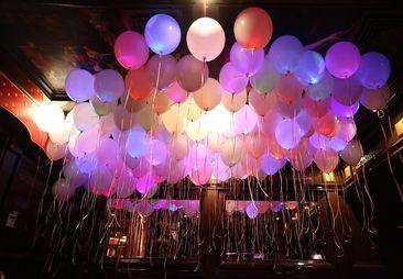 Запуск светящихся шаров во Владимире