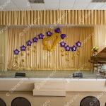Оформление зала на последний звонок во владимирской школе – колокольчик и фольгированные звезды