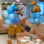 Оформление детского праздника во Владимире – Тройка с гелием и фонтаны из шариков в сине-голубой гамме