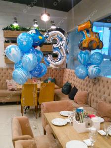 Оформление детского праздника во Владимире - Тройка с гелием и фонтаны из шариков в сине-голубой гамме